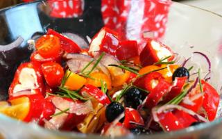 Закуски на Новый год 2020 с помидорами, что готовить новое и интересное